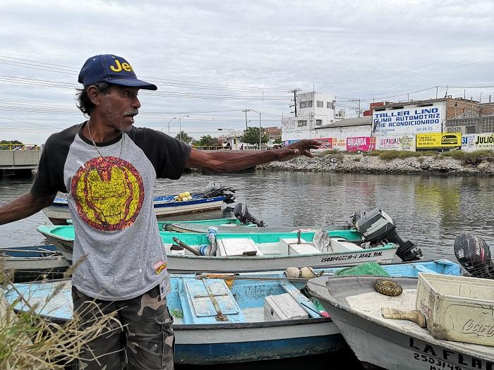 Pescadores del estero El Infiernillo