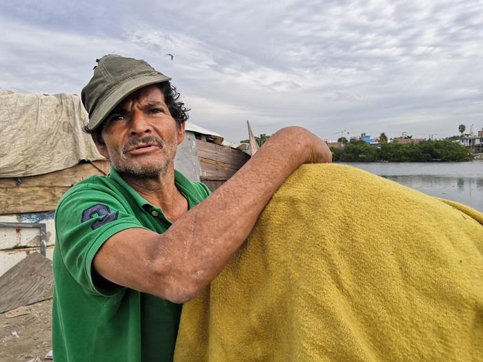 Pescador del estero El Infiernillo
